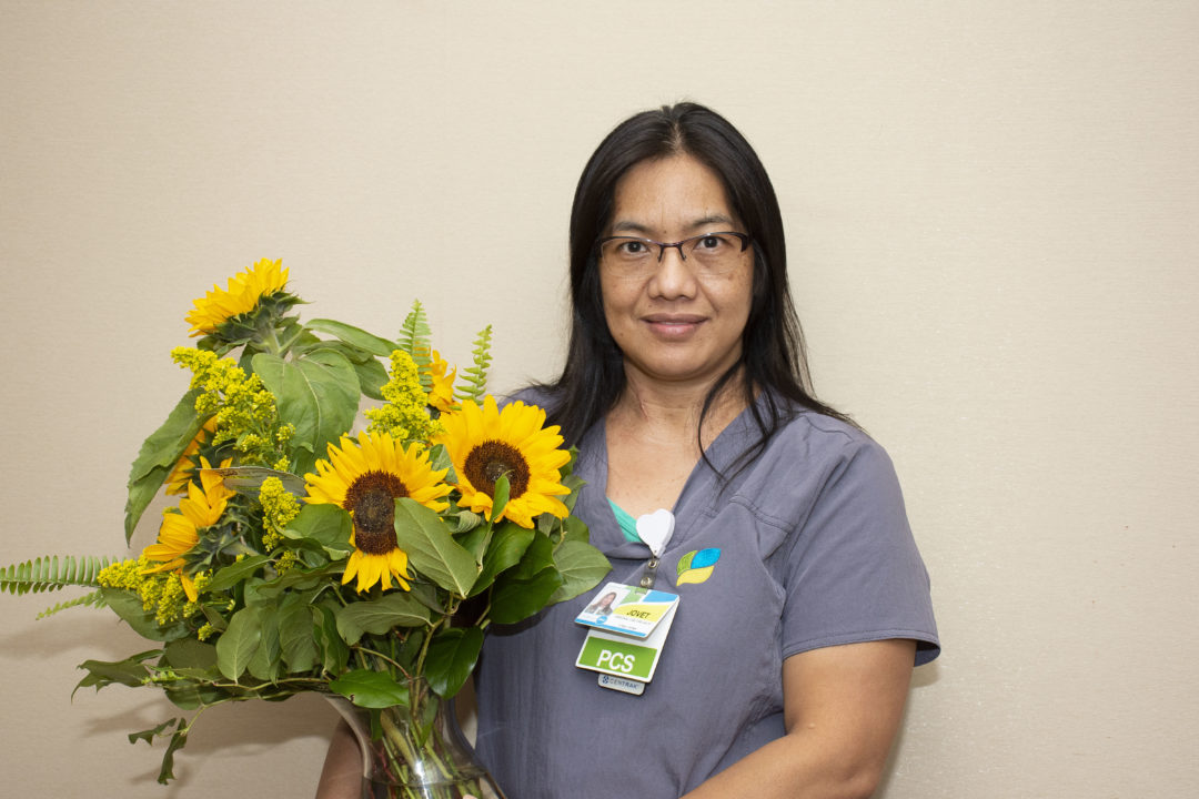 Personal Care Specialist Jovet Sikora Earns Sunflower Award